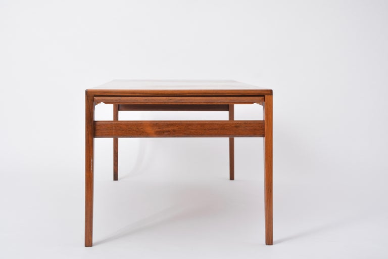 Extendable Danish Mid-Century Modern coffee table by Johannes Andersen For Sale 5
