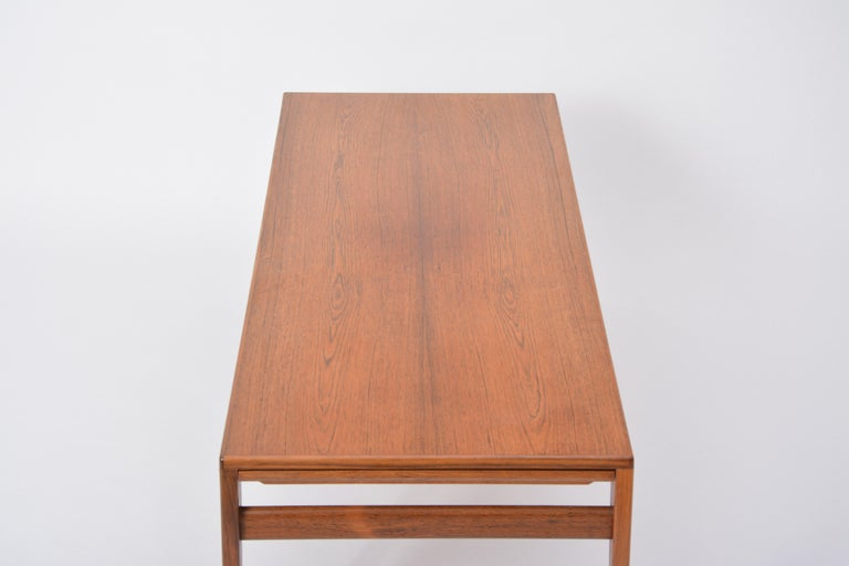 Extendable Danish Mid-Century Modern coffee table by Johannes Andersen For Sale 6