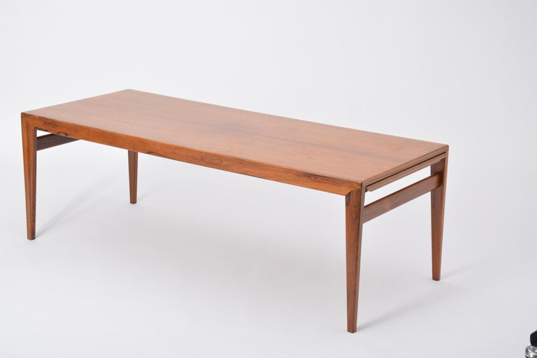 Extendable Danish Mid-Century Modern coffee table by Johannes Andersen For Sale 8