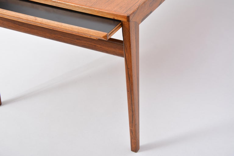 Extendable Danish Mid-Century Modern coffee table by Johannes Andersen For Sale 11