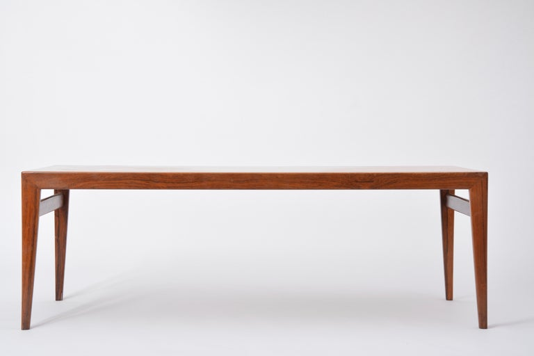 Extendable Danish Mid-Century Modern coffee table by Johannes Andersen For Sale 1