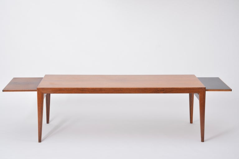 Extendable Danish Mid-Century Modern coffee table by Johannes Andersen For Sale 2