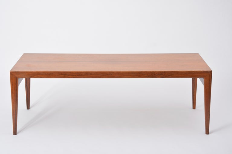 Extendable Danish Mid-Century Modern coffee table by Johannes Andersen For Sale 3