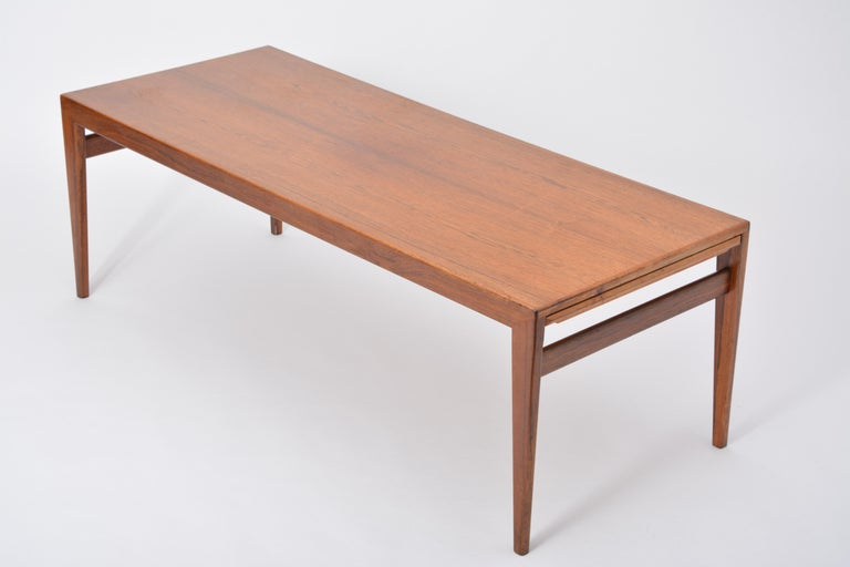 Wood Extendable Danish Mid-Century Modern coffee table by Johannes Andersen For Sale