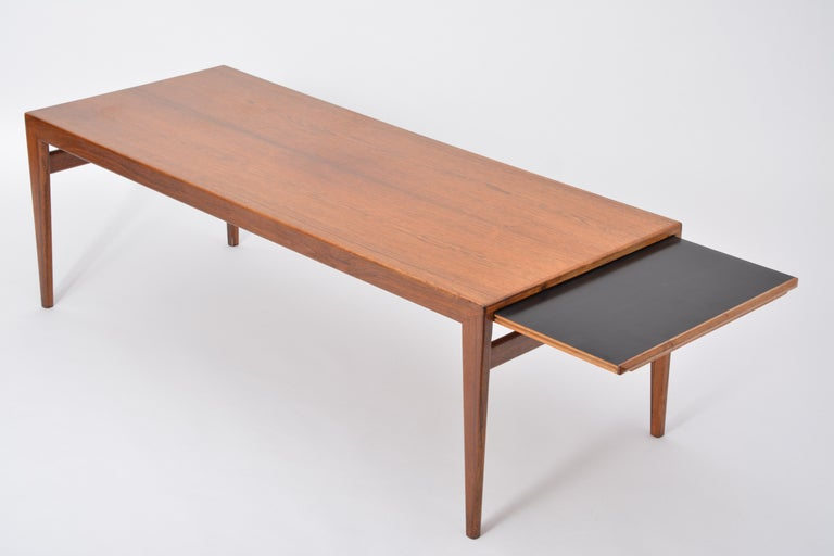 20th Century Extendable Danish Mid-Century Modern coffee table by Johannes Andersen For Sale
