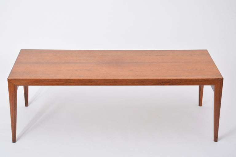Extendable Danish Mid-Century Modern coffee table by Johannes Andersen For Sale 4