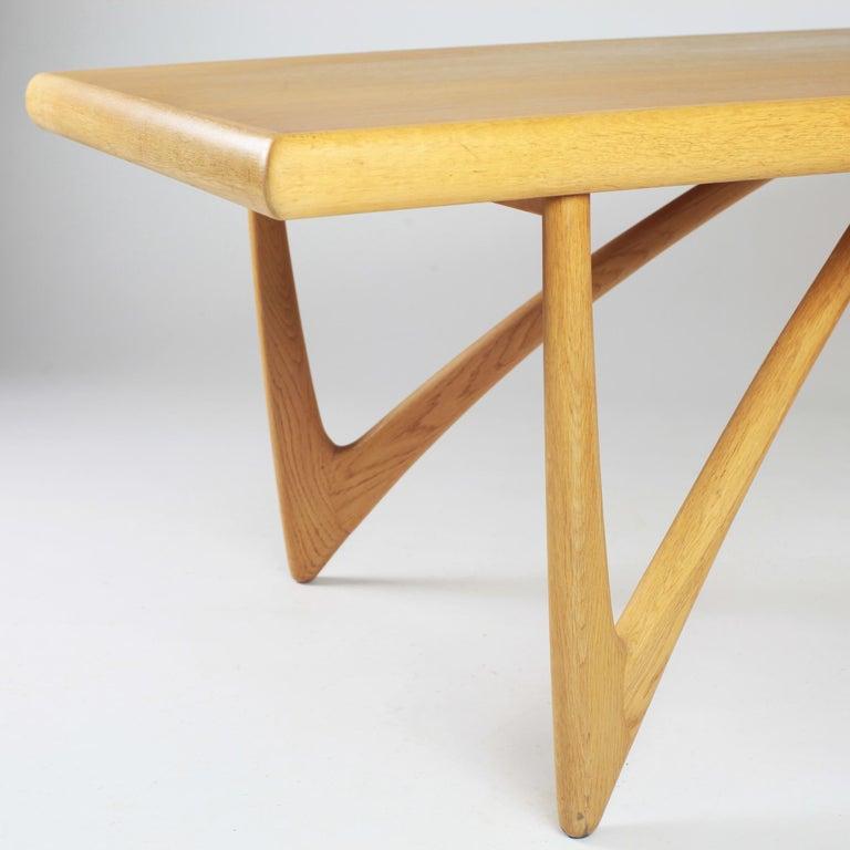 Danish Coffee Table in Oak, 1960s For Sale 8