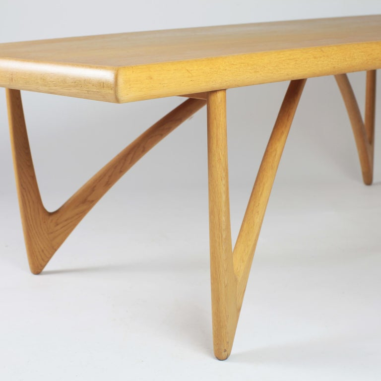 Danish Coffee Table in Oak, 1960s For Sale 9