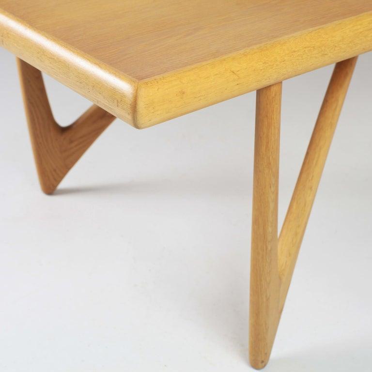 Danish Coffee Table in Oak, 1960s For Sale 10