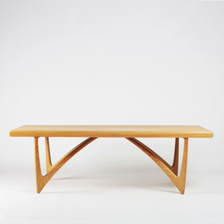Danish Coffee Table in Oak, 1960s In Good Condition For Sale In Versailles, FR