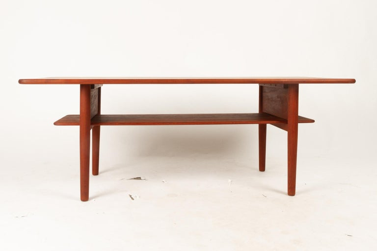 Danish Coffee Table in Solid Teak by Ib Kofod-Larsen, 1950s In Good Condition For Sale In Nibe, Nordjylland