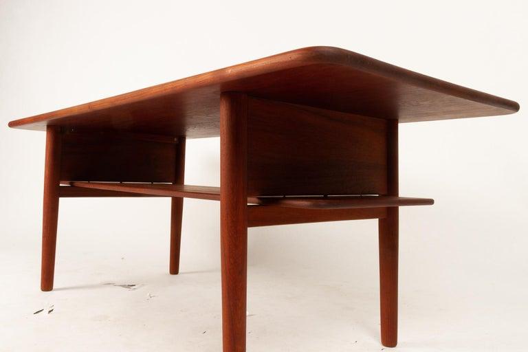 Danish Coffee Table in Solid Teak by Ib Kofod-Larsen, 1950s For Sale 3