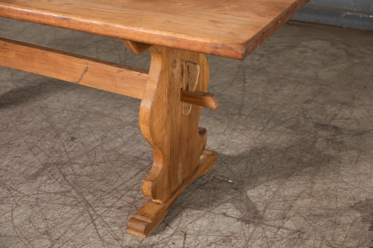 Danish Country Style Dining Table in Oak, ca. Early 1900s In Good Condition In Bridgeport, CT
