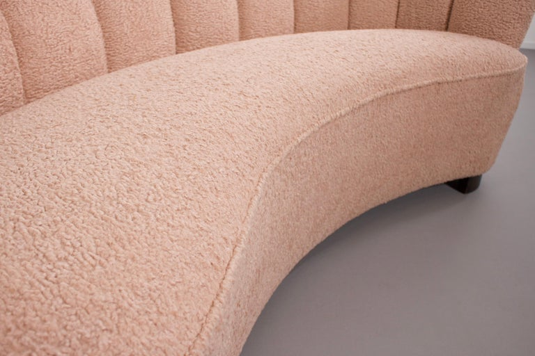Danish Curved Banana Sofa in a Powder Pink Wool Fabric, 1940s For Sale 6
