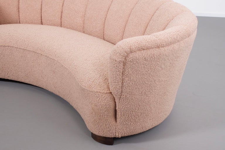 Danish Curved Banana Sofa in a Powder Pink Wool Fabric, 1940s For Sale 2