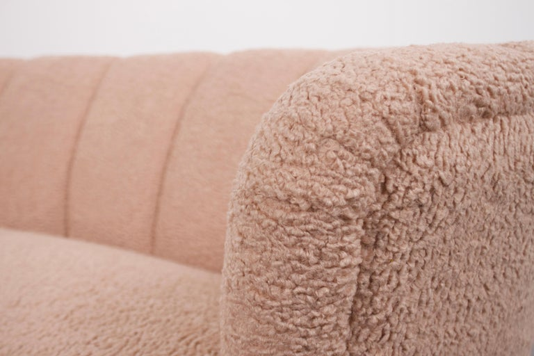 Danish Curved Banana Sofa in a Powder Pink Wool Fabric, 1940s For Sale 3