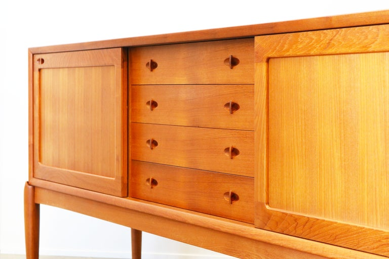 Danish Design Sideboard / Credenza by H.W. Klein for Bramin Teak Brown 1950s In Good Condition For Sale In Ijzendijke, NL