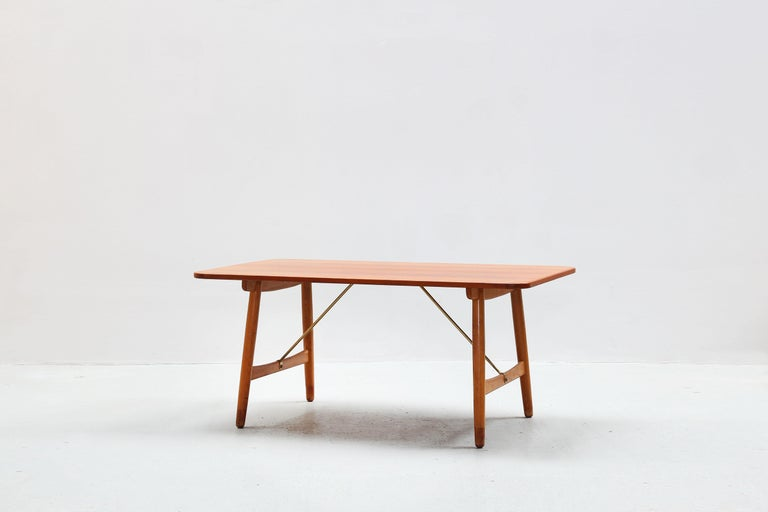 Very beautiful dining table designed by Børge Mogensen and produced by Søborg Mobler, made in Denmark, 1952.