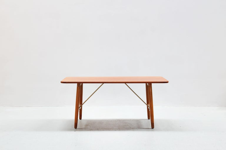 Danish Dining Table by Børge Mogensen for Søborg Mobler, Teak and Oak In Good Condition For Sale In Berlin, DE