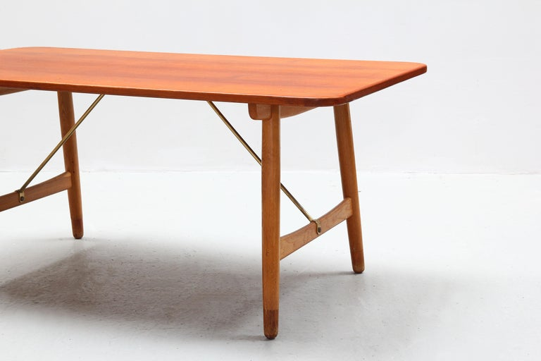 20th Century Danish Dining Table by Børge Mogensen for Søborg Mobler, Teak and Oak For Sale