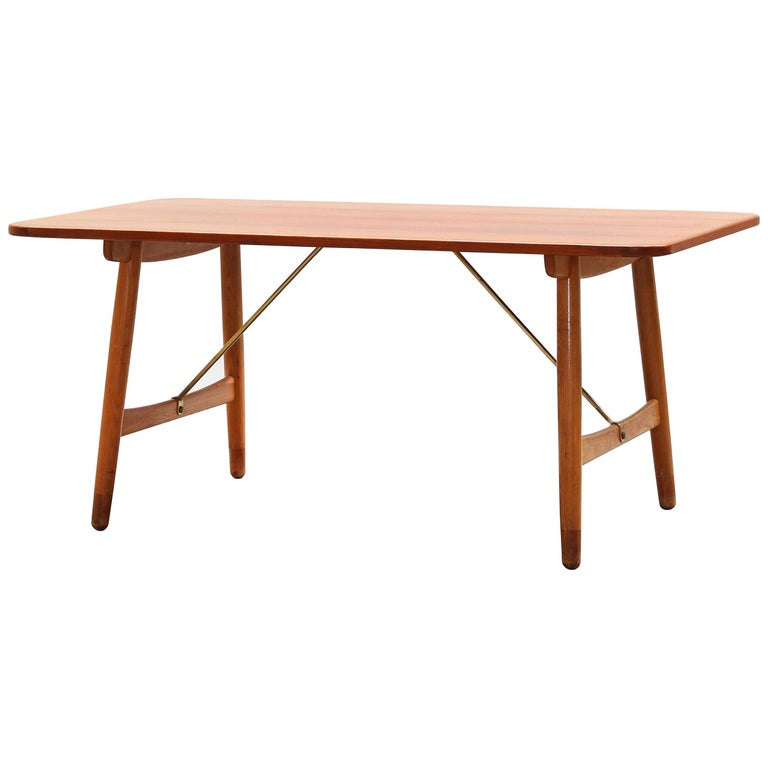 Danish Dining Table by Børge Mogensen for Søborg Mobler, Teak and Oak For Sale