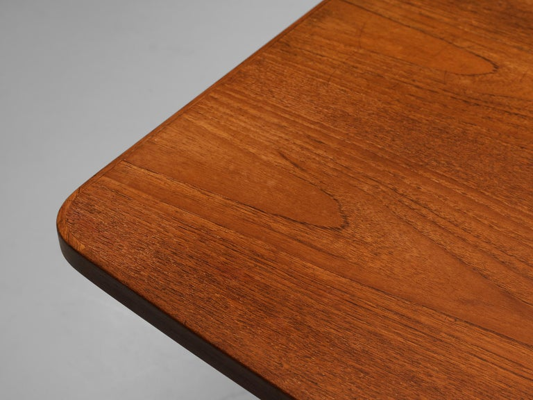 Danish Dining Table in Teak with Boat-Shaped Top For Sale 4