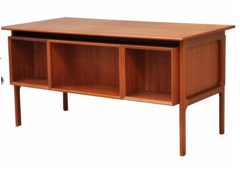 Danish double sided teak desk by Arne Vodder for Sibast. Measures: 145 cm x 75 x 72 H. In a perfect state, 1960.
