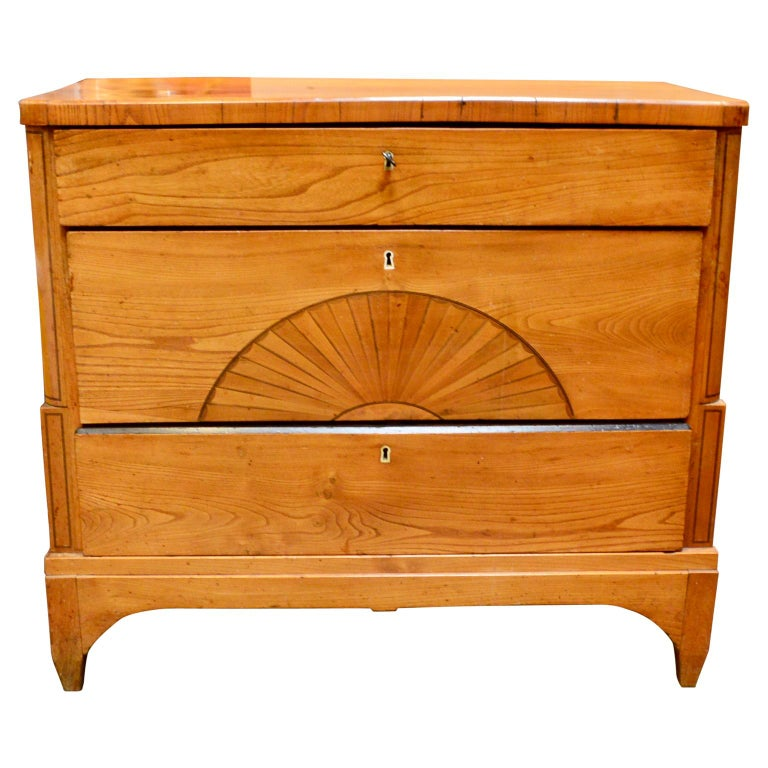 Danish Early 19th Century Biedermeier Pine Dresser In Good Condition In Haddonfield, NJ