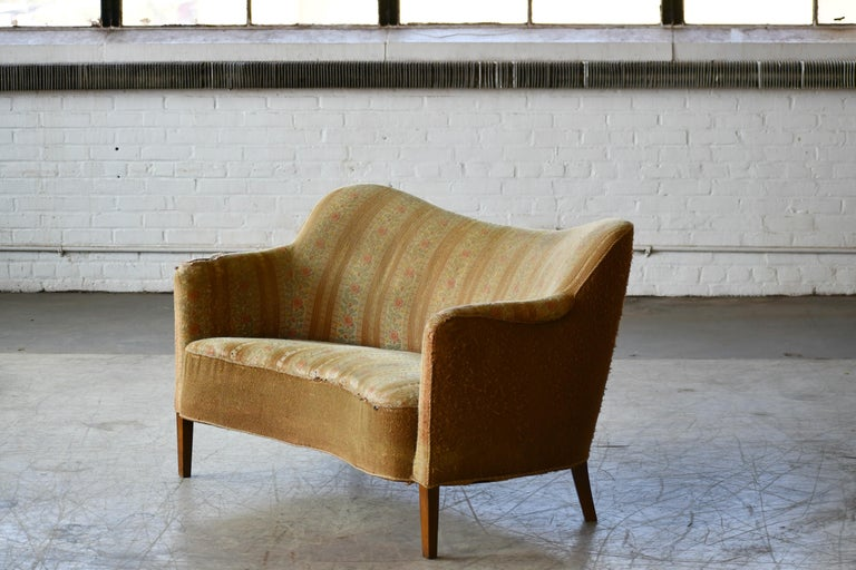Danish Finn Juhl Style Settee by Slagelse Mobelvaerk, 1940s In Good Condition In Bridgeport, CT