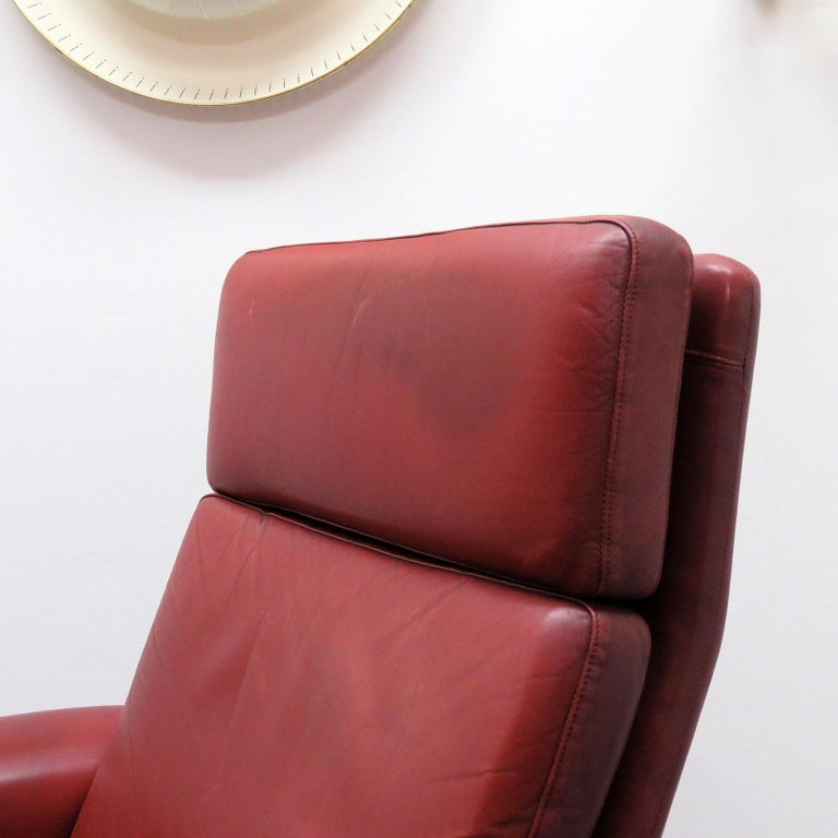 Danish High Back Leather Lounge Chair, 1960 For Sale 3