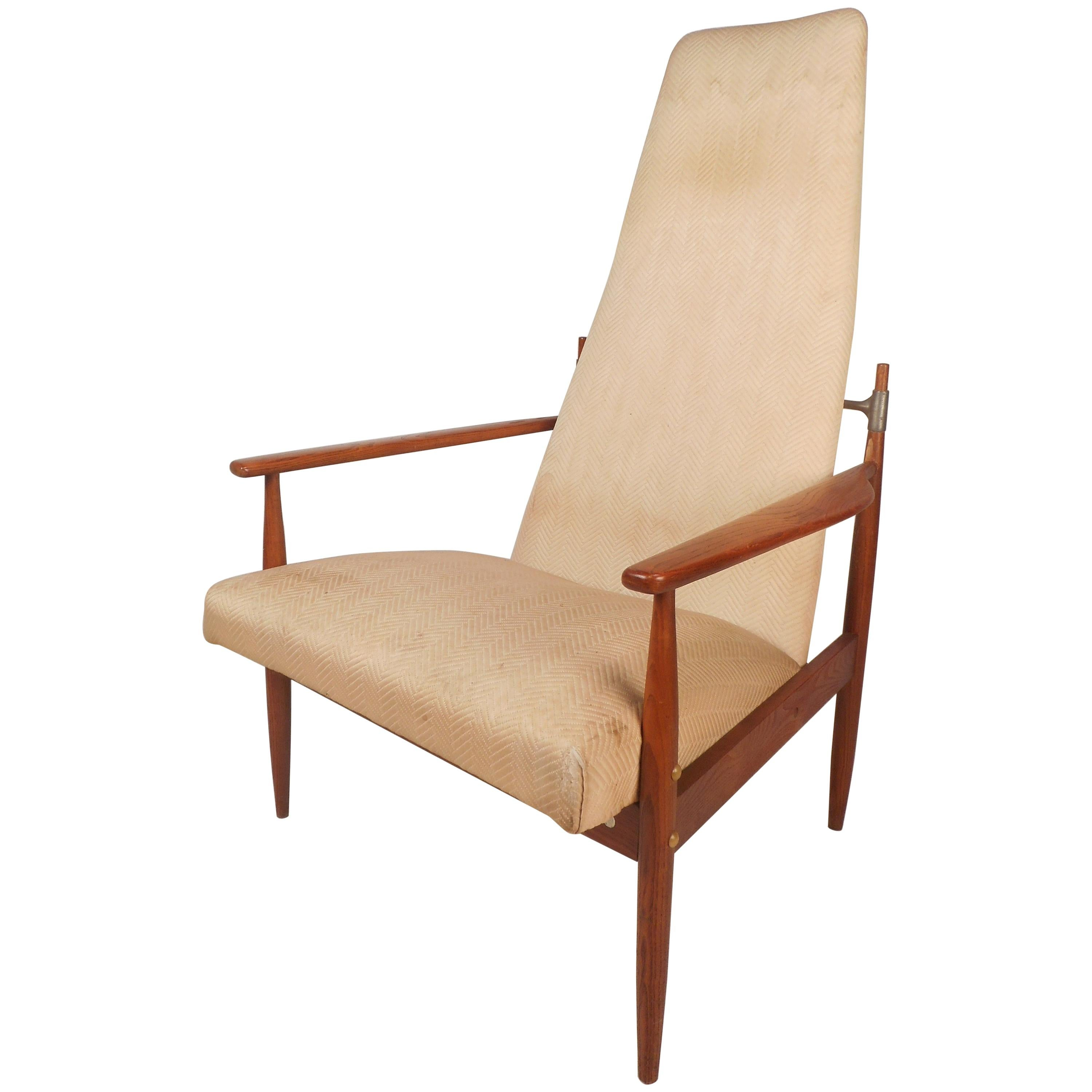 Generous Mid Century Danish Modern Walnut Design Lounge Chair American Slope Armchair Chairs Antiques