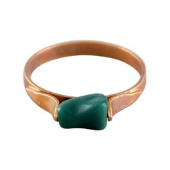 Danish Jeweler, Modernist Ring in 14 Carat Gold with Green Jade, Mid-20th C