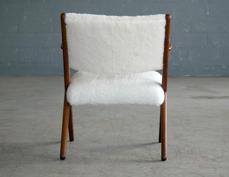 Danish Midcentury Easy Chair in Teak and Lambswool by Arne Hovmand-Olsen For Sale 5