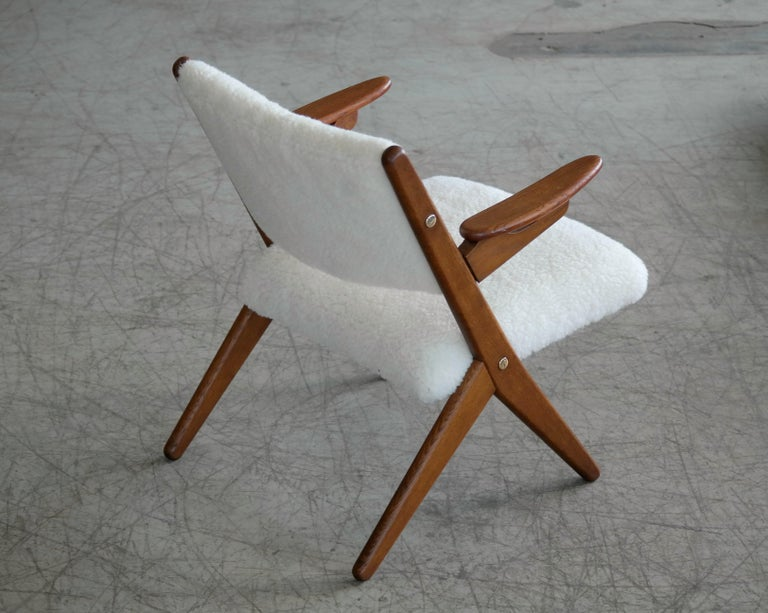 Danish Midcentury Easy Chair in Teak and Lambswool by Arne Hovmand-Olsen For Sale 2
