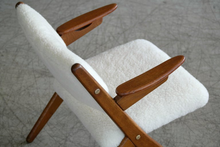 Danish Midcentury Easy Chair in Teak and Lambswool by Arne Hovmand-Olsen For Sale 3