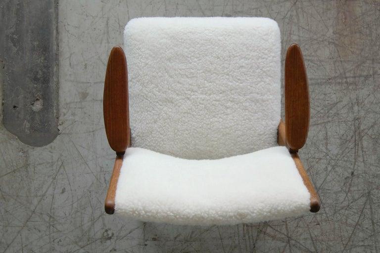 Danish Midcentury Easy Chair in Teak and Lambswool by Arne Hovmand-Olsen For Sale 4