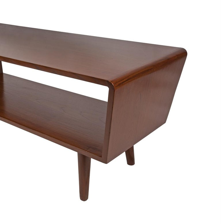 Teak Danish Mid-Century Modern Coffee or Cocktail Table, circa 1950s-1960s For Sale