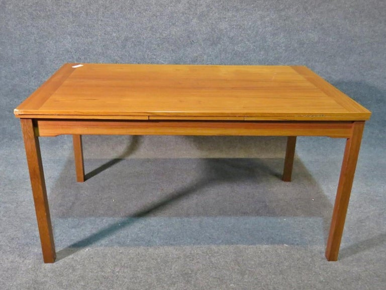 Danish Mid-Century Modern Dining Set In Good Condition For Sale In Brooklyn, NY