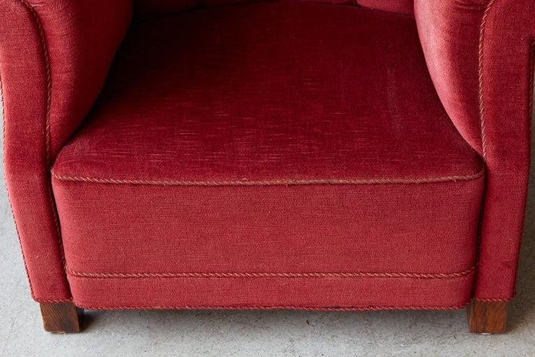 Danish Midcentury Modern Fritz Hansen Model 1518 Large Club Chair in Red Velvet For Sale 6