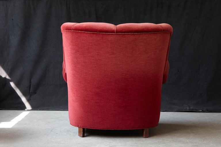 Mid-20th Century Danish Midcentury Modern Fritz Hansen Model 1518 Large Club Chair in Red Velvet For Sale