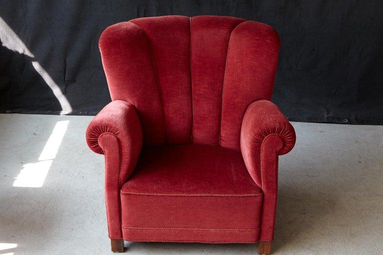 Danish Midcentury Modern Fritz Hansen Model 1518 Large Club Chair in Red Velvet For Sale 2