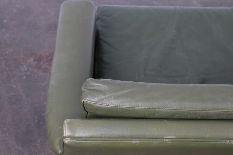 Danish Mid-Century Modern Green Leather Sofa with Metal Legs For Sale 6