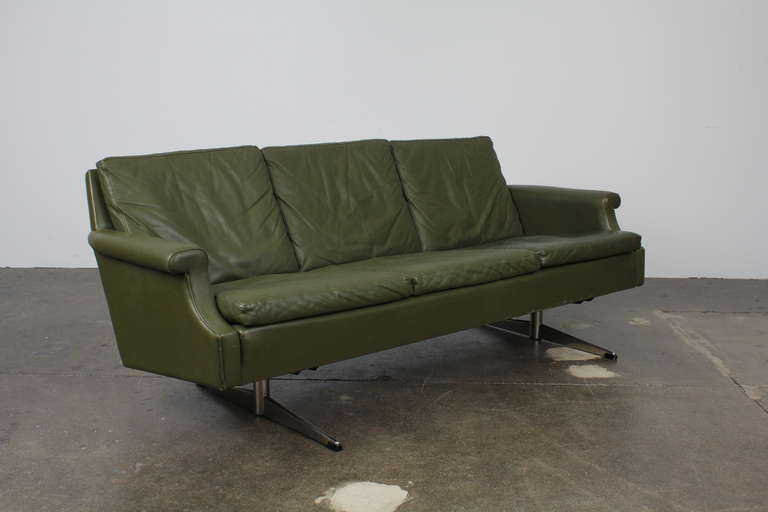 1960s Danish Mid-Century Modern three-seat green leather sofa with floating style metal legs. Leather is original and it is in very good condition, with nice patina but no tears, rips or major scratches.
