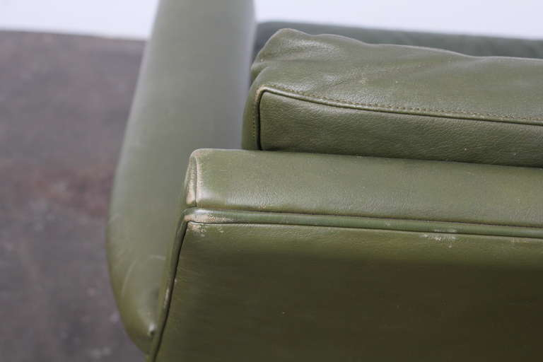 Danish Mid-Century Modern Green Leather Sofa with Metal Legs For Sale 4
