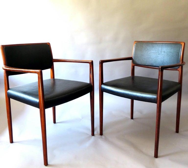Zwei Dänische Moderne Esszimmerstühle Aus Rosenholz Und Leder