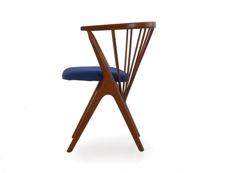 """Danish Mid-Century Modern Spindle-Back Armchair """"No. 8"""" by Helge Sibast In Good Condition For Sale In Shippensburg, PA"""