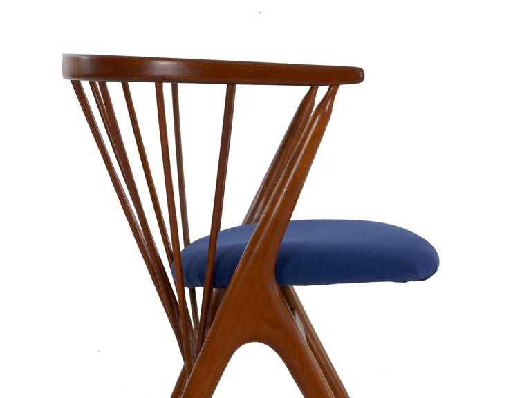 """Danish Mid-Century Modern Spindle-Back Armchair """"No. 8"""" by Helge Sibast For Sale 2"""