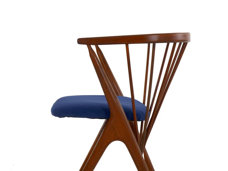 """Danish Mid-Century Modern Spindle-Back Armchair """"No. 8"""" by Helge Sibast For Sale 4"""