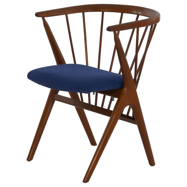 """Danish Mid-Century Modern Spindle-Back Armchair """"No. 8"""" by Helge Sibast For Sale"""