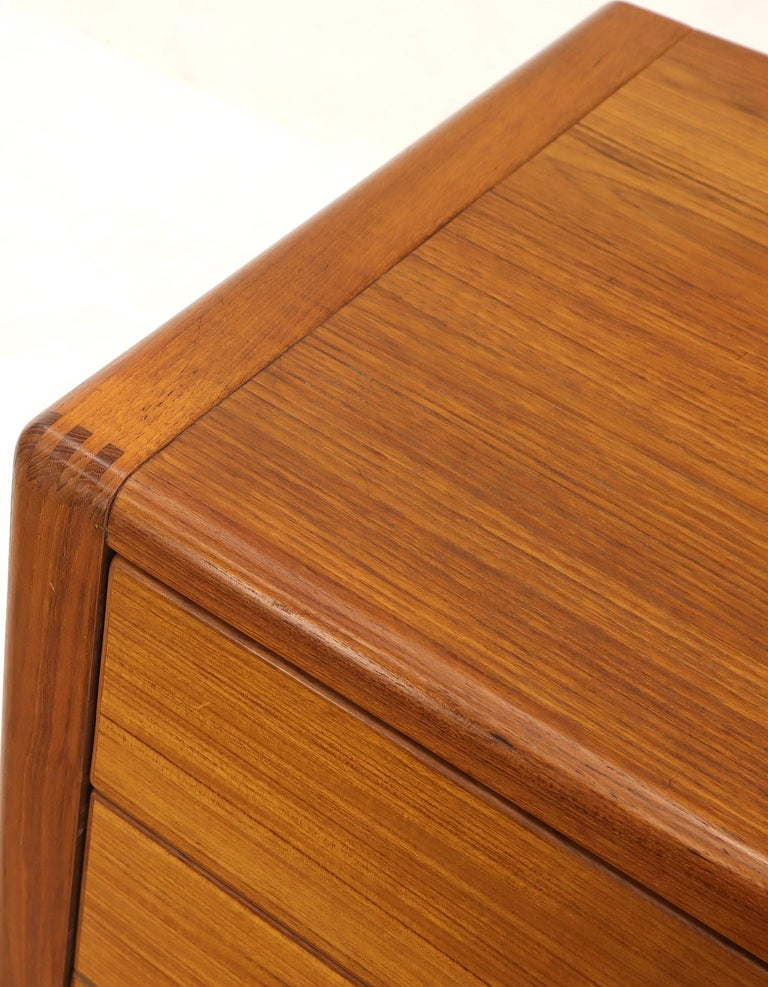 Danish Mid-Century Modern Teak 4-Drawer Bachelor Chest Dresser Credenza For Sale 4